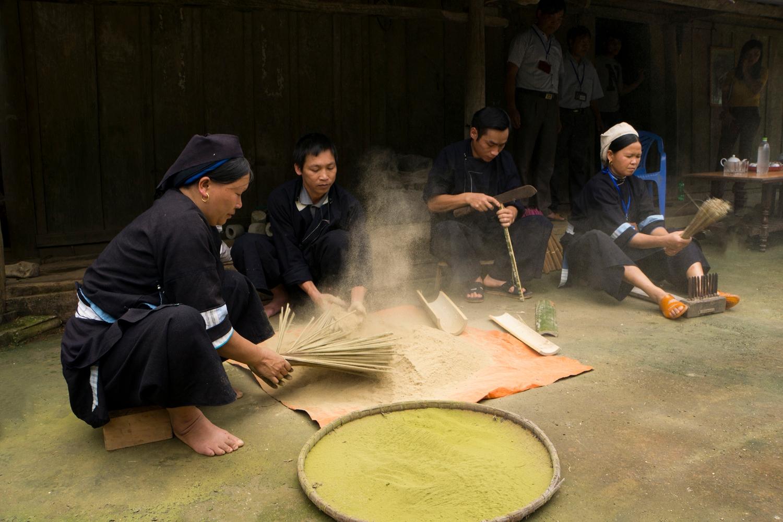 Làm hương tại Phja Thắp (Phạm Khoa)