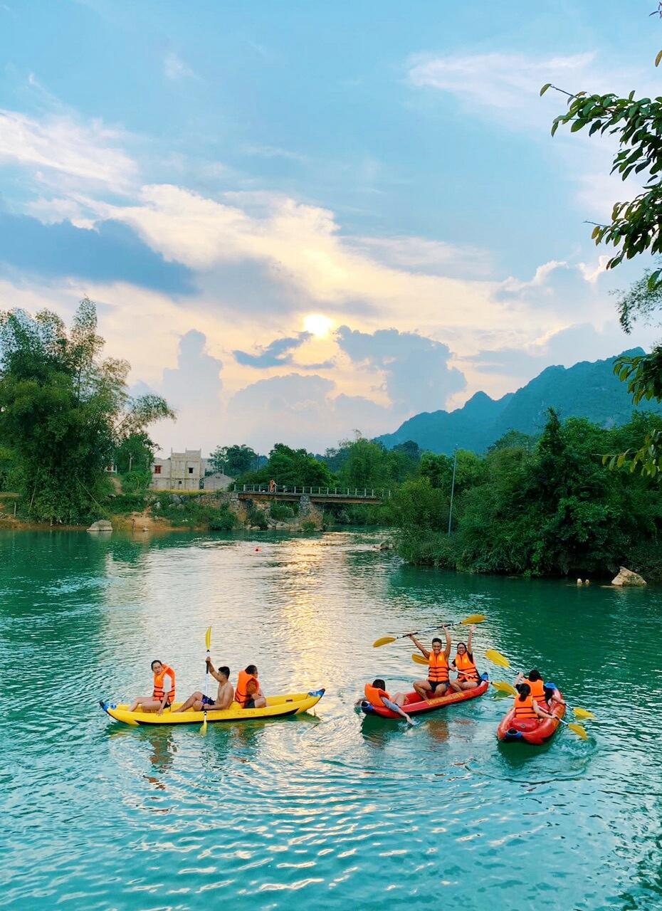 chèo thuyền kayak trên sông Quây Sơn
