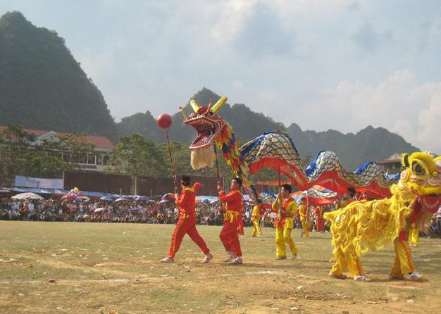 Lễ hội pháo hoa thị trấn Quảng Uyên, huyện Quảng Hòa